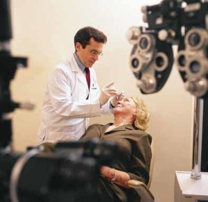 """Dr. Philip Rosenfeld administers an injection to treat """"wet"""" macular degeneration."""