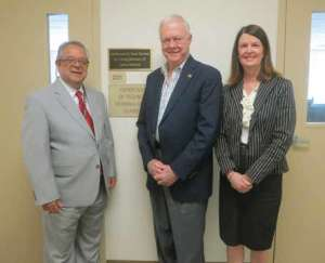 PICTURED L-R: PHIL MEMOLI, VP OF UNIVERSITY ADVANCEMENT; TOM HORTON; DR. JEANETTE BROCK, HODGES UNIVERSITY PRESIDENT.